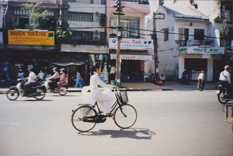 large_6751104-Elegant_school_girl_Ho_Chi_Minh_City.jpg
