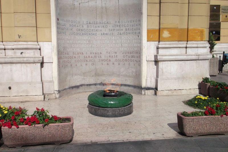 large_6788873-The_Eternal_Flame_Sarajevo.jpg