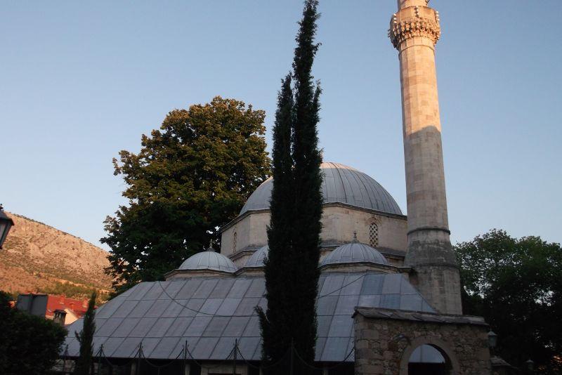 large_6790259-Karadoz_begs_Mosque_Mostar.jpg