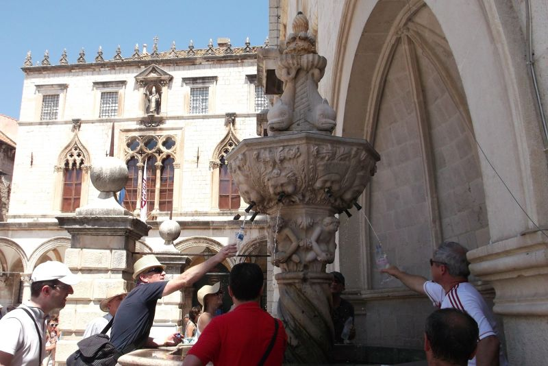 large_6790554-Small_Onofrios_Fountain_Dubrovnik.jpg
