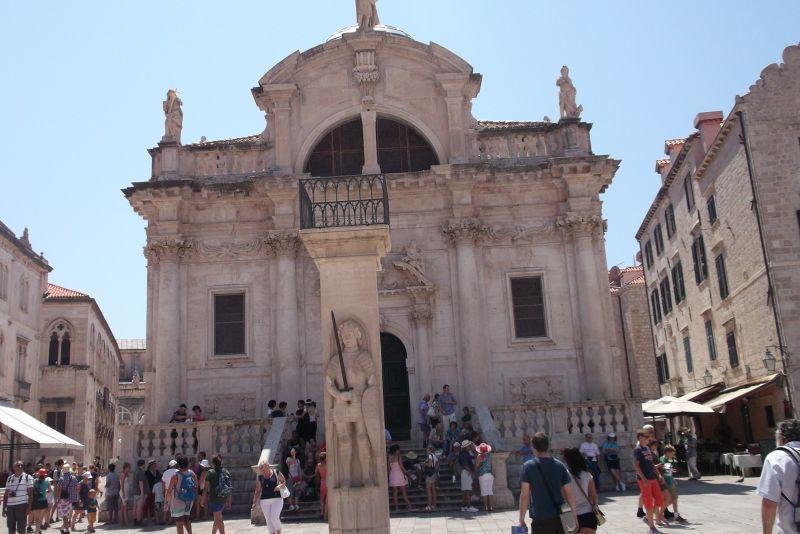 large_6790563-Orlandos_Column_the_Stradun_Dubrovnik.jpg