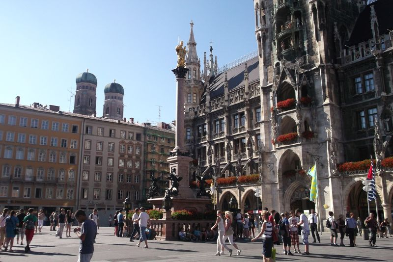 Marienplatz, new town hall. - Munich