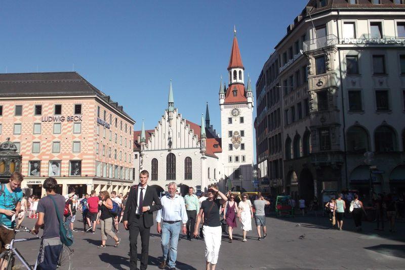 Marienplatz, old town hall. - Munich
