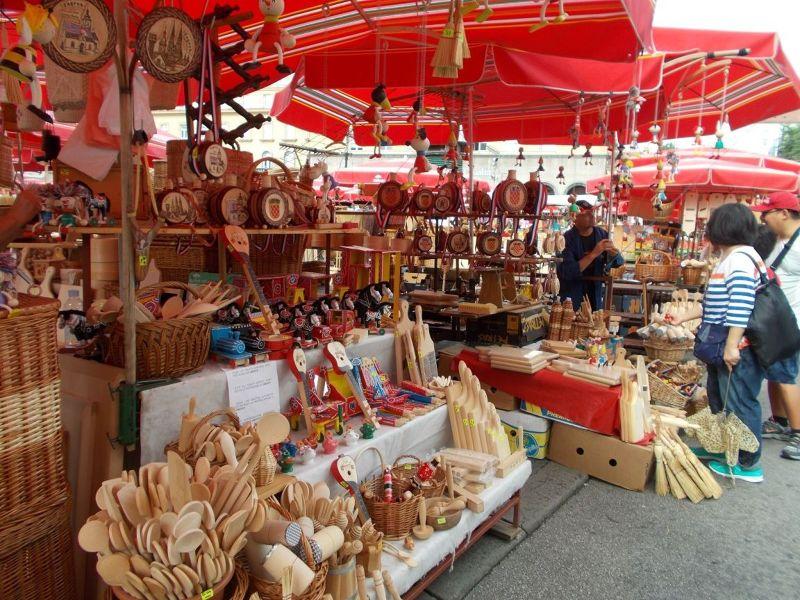 large_7138772-Dolac_Market_Zagreb.jpg