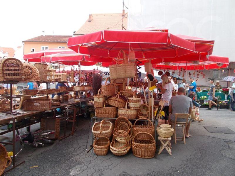 large_7138776-Dolac_Market_Zagreb.jpg