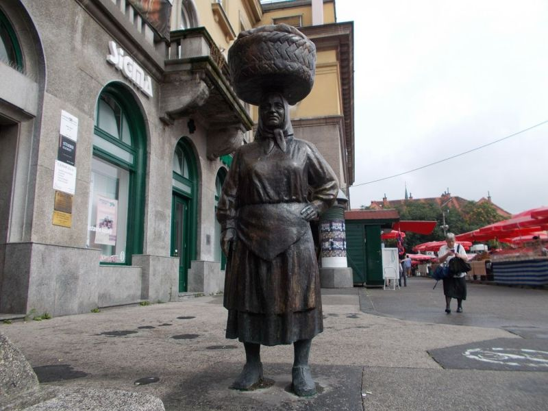 large_7138777-Dolac_Market_Zagreb.jpg