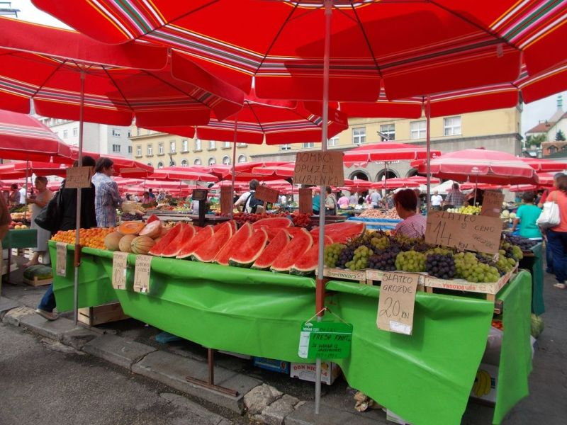 large_7138778-Dolac_Market_Zagreb.jpg