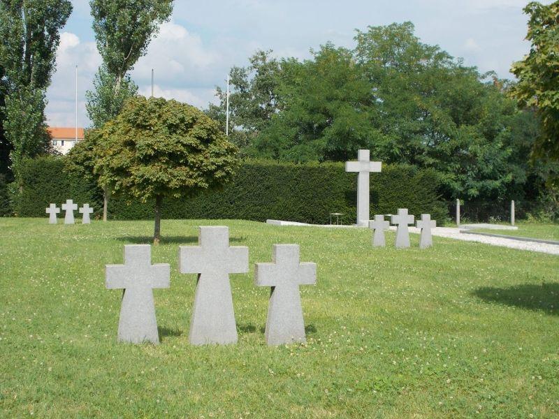 large_7138824-War_Memorial_World_War_II_Zagreb.jpg