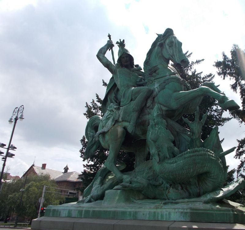 large_7138827-Saint_George_Statues.jpg