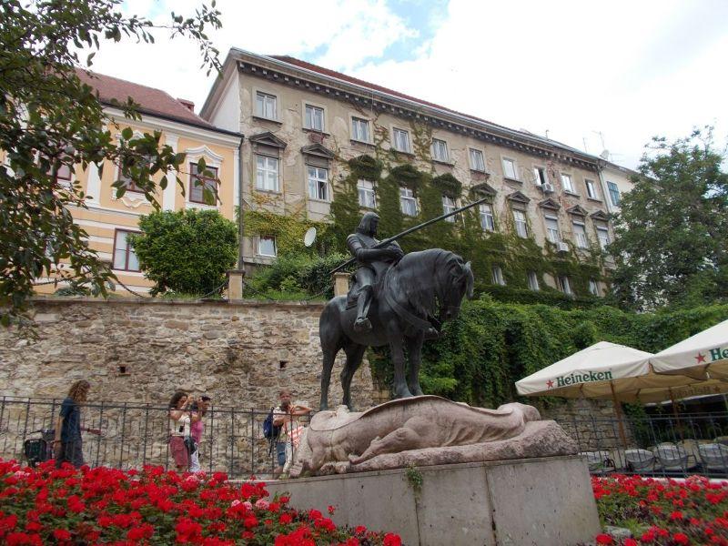 large_7138828-Saint_George_Statues.jpg