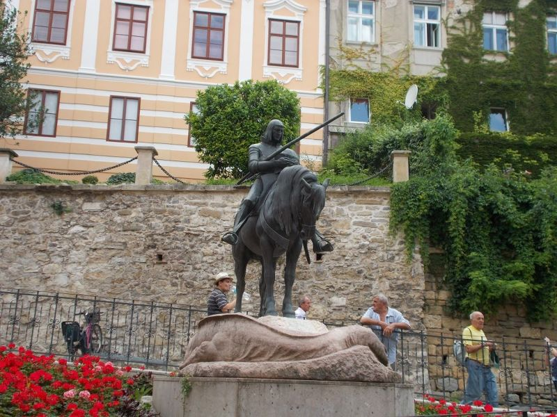 large_7138829-Saint_George_Statues.jpg