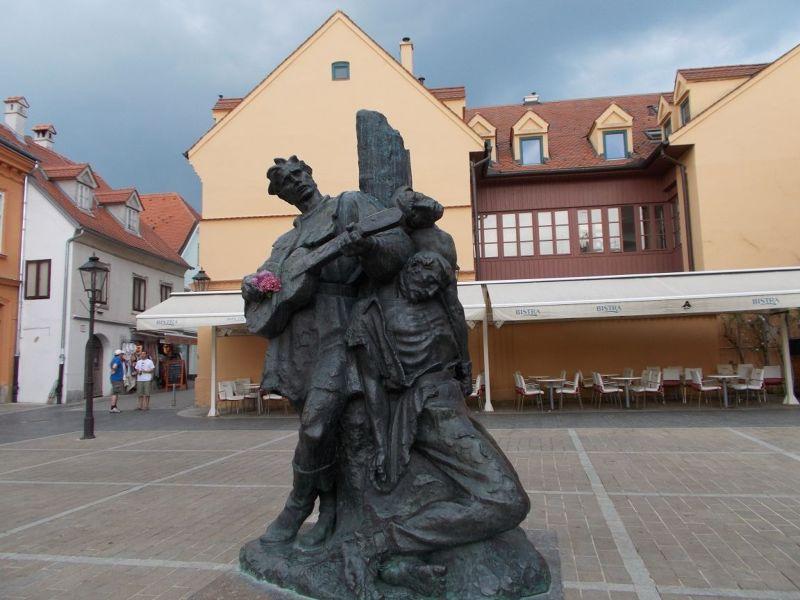 large_7138844-Statue_Near_Market_Place_Zagreb.jpg