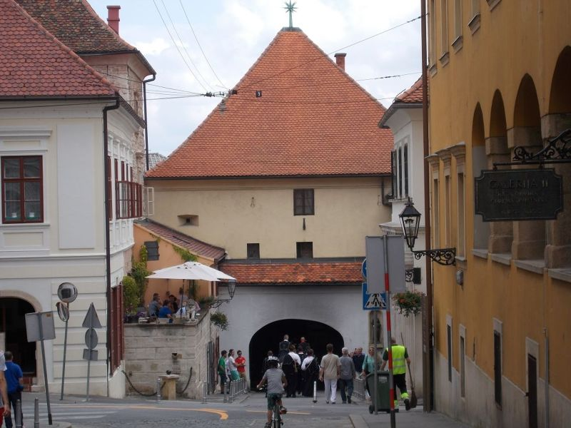 large_7138848-The_Stone_Gate_Zagreb.jpg