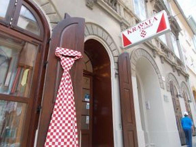 large_7139055-Cravats.jpg