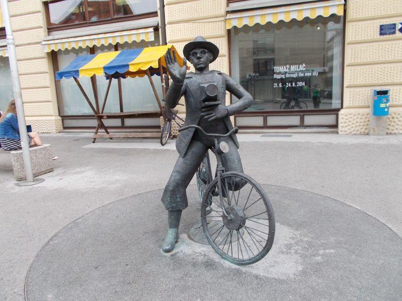 large_7146983-Sculptures.jpg