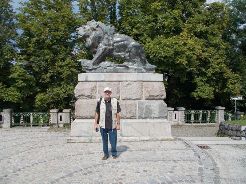 Peter with bronze lion statue. - Graz