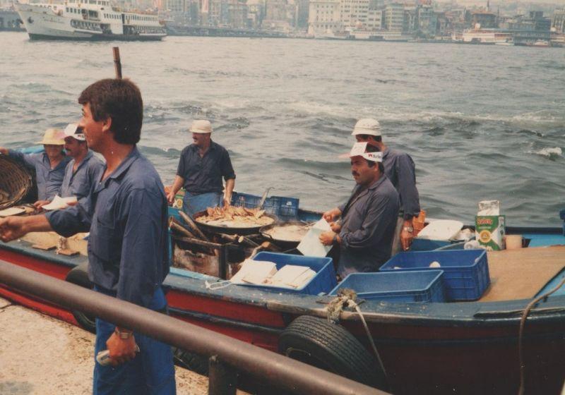 large_7186278-Fish_Sandwich_Boat_Eminoenue_Istanbul.jpg