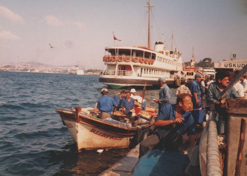 large_7186279-Fish_Sandwich_Boat_Eminoenue_Istanbul.jpg