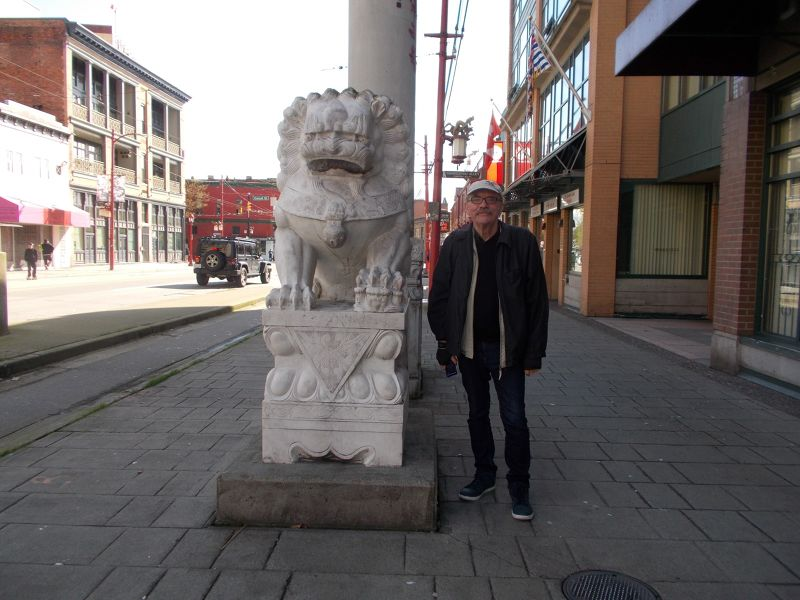 large_7350016-Stone_lion_at_the_gate_Vancouver.jpg