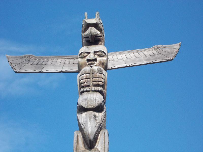 large_7351228-Totem_Pole_Vancouver.jpg