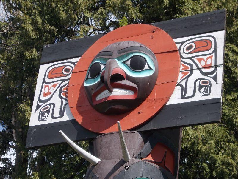 large_7351232-Totem_Pole_Vancouver.jpg