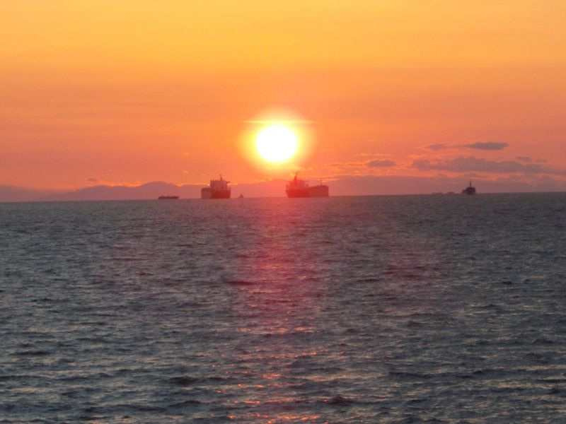 large_7351342-Sunset_Vancouver.jpg