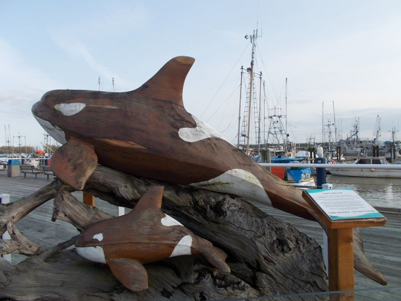 large_7351511-Orca_And_Baby_Statue.jpg