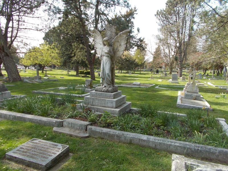 large_7355985-Ross_Bay_Cemetery.jpg