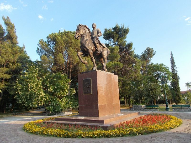 large_7444078-King_Nikola_Petrovic_Monument.jpg