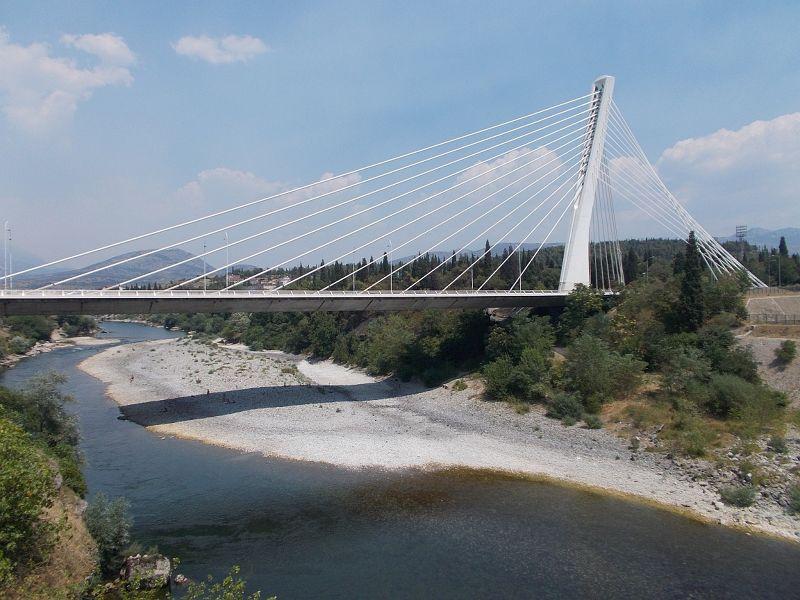 large_7444105-The_Millenium_Bridge_Most_Milenijum.jpg