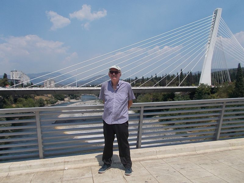 large_7444106-The_Millenium_Bridge_Most_Milenijum.jpg