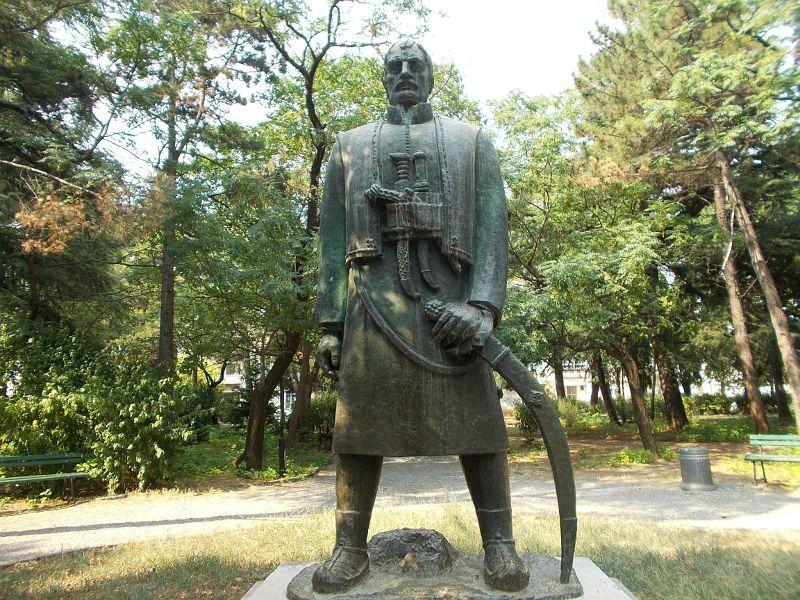 large_7444124-Karadorde_Petrovic_Monument.jpg