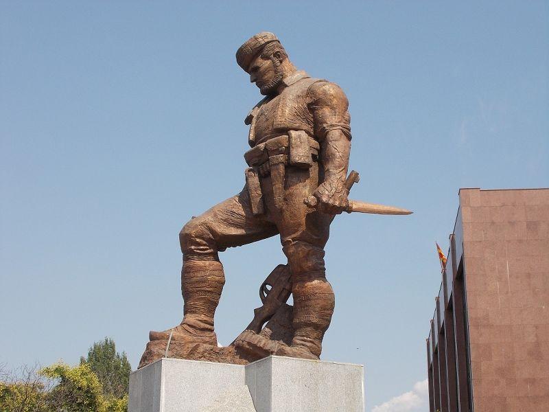 large_7449706-Statues_Skopje.jpg