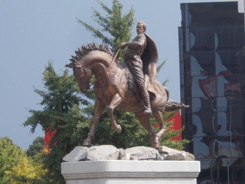 large_7449710-Statues_Skopje.jpg