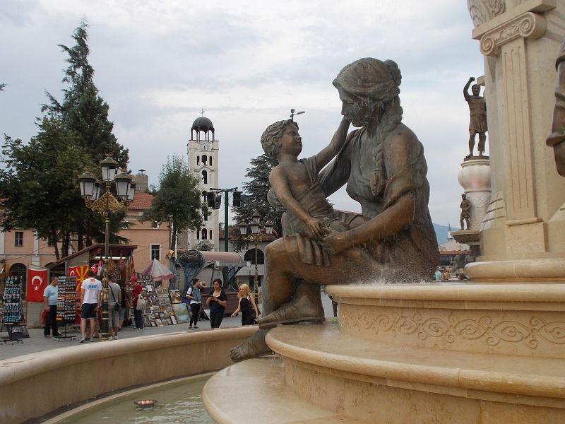 large_7449721-Statues_Skopje.jpg
