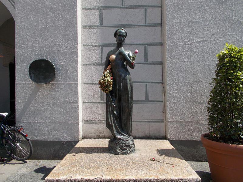 Juliet Statue