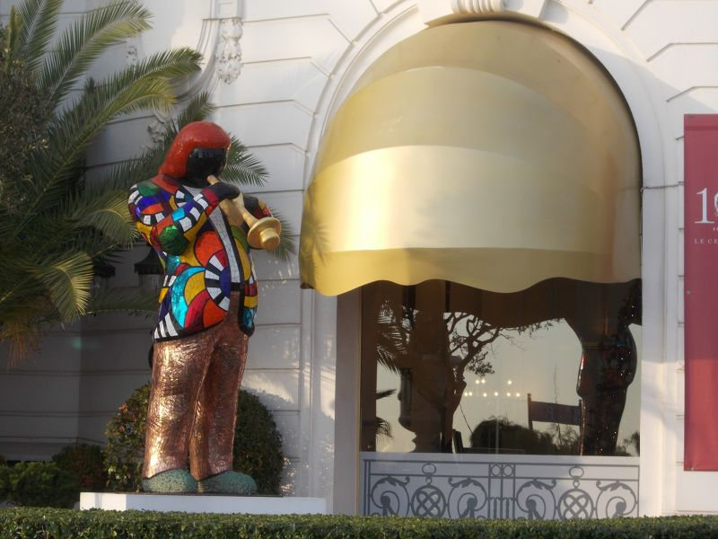 Famous statue outside Hotel Negresco. - Nice