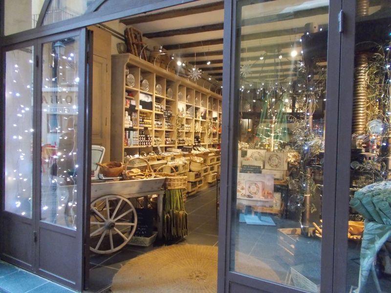 Shop near Place Rossetti. - Nice