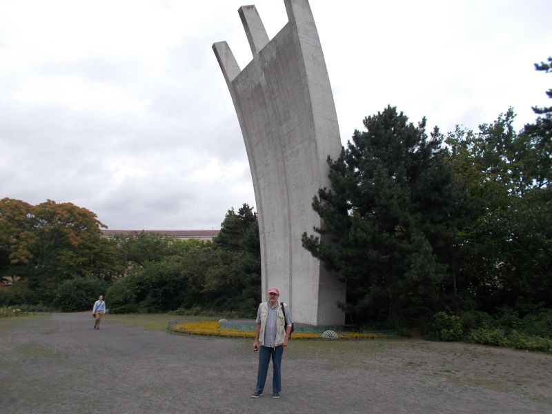 Monument to the Berlin Airlift. - Berlin