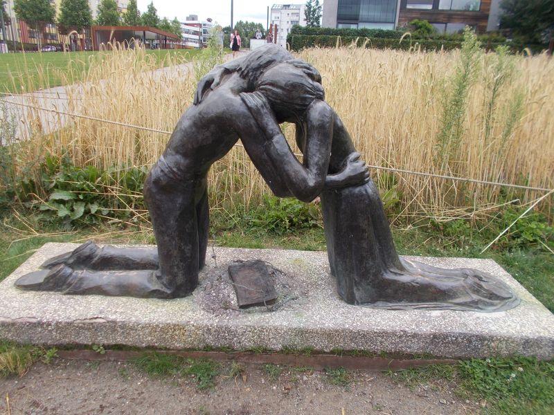 Reconciliation \Statue. - Berlin