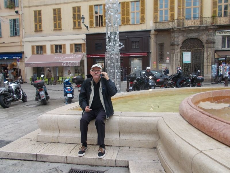 Peter by a fountain in the old town. - Nice