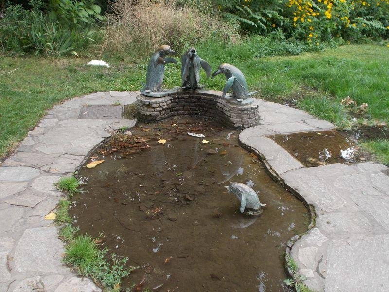 Birdbath Fountain. Penguins in the park! - Vienna