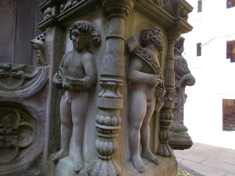 Detail of the fountain.
