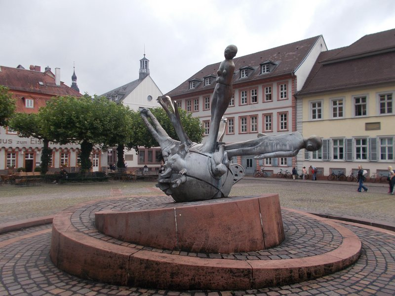 Fountain on Karlsplatz.
