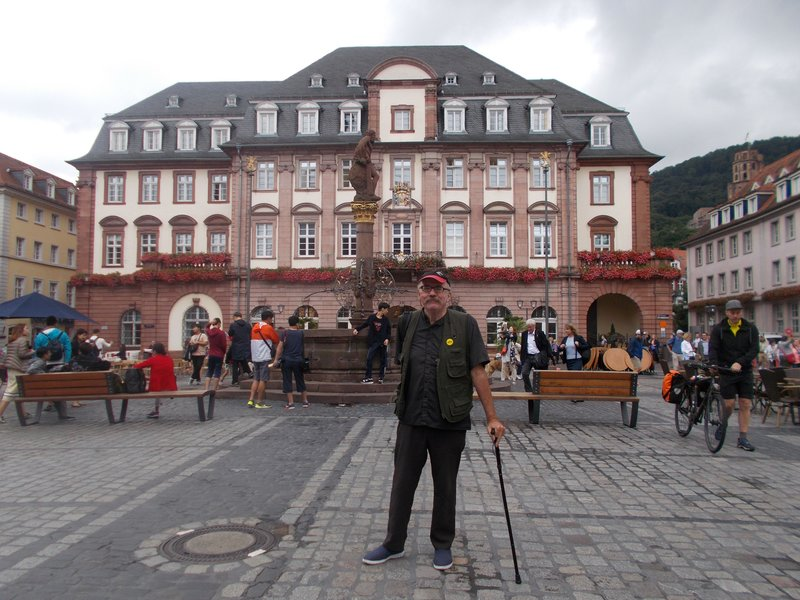 Peter with the Town Hall and Hercules Fountain.