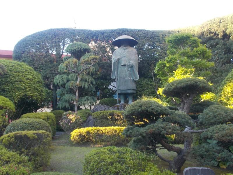 Statue of Shinran Shonin.