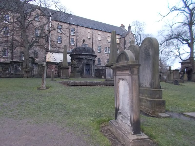 BluidyMacKenzie's dome topped grave.