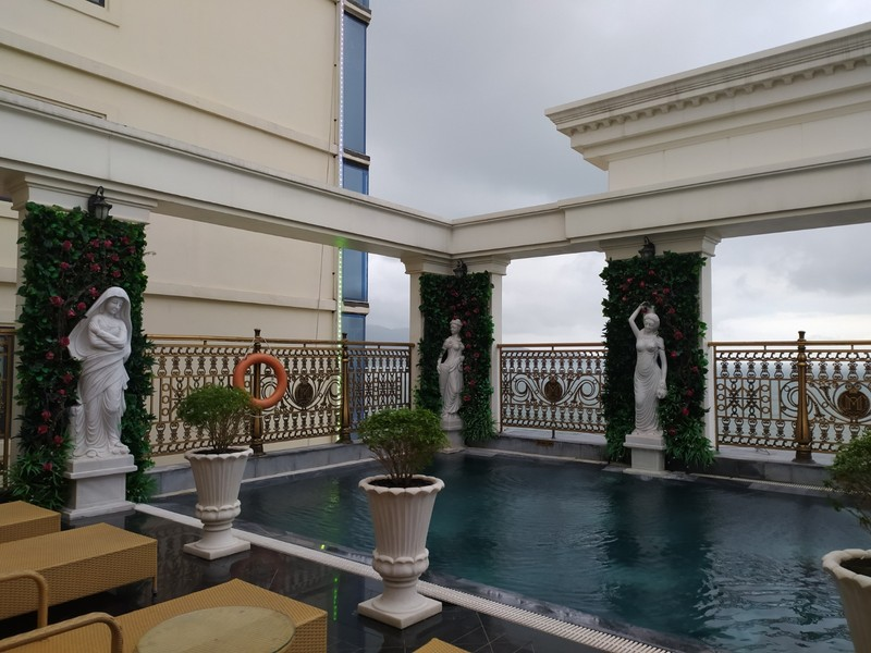 Monarque Hotel.