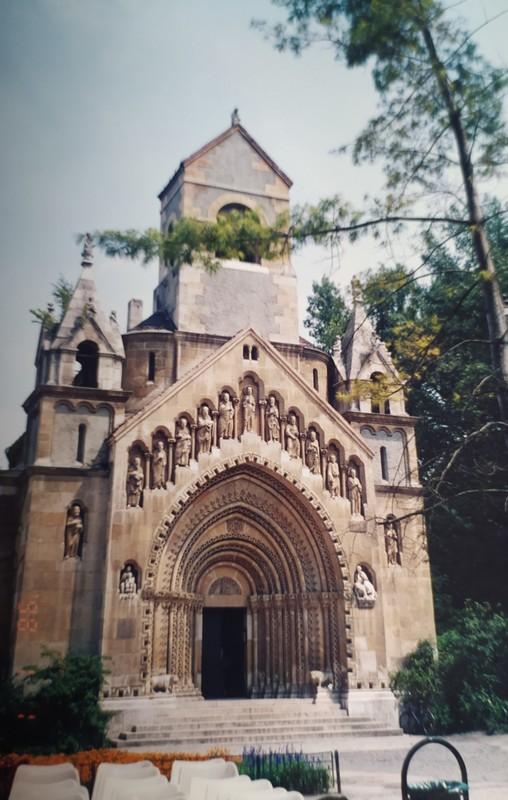 Ják Chapel.