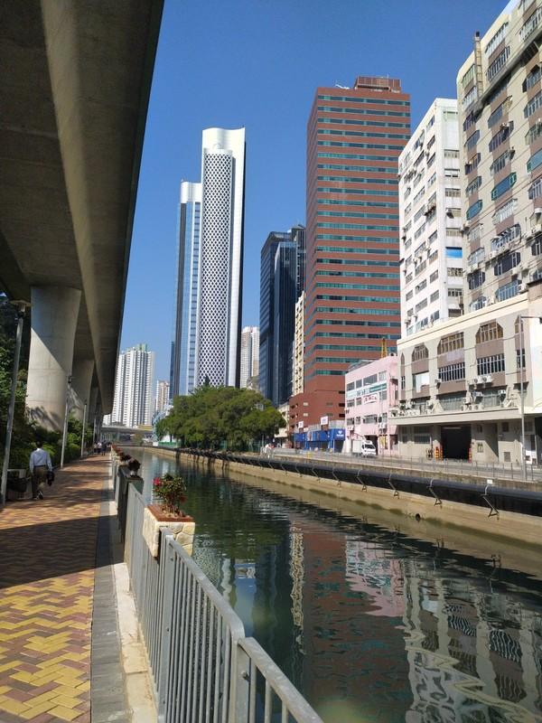 Walkway to Aberdeen from Wong Chuk hang MTR.